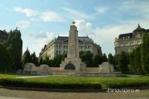 Monumento-sovietico-en-Budapest